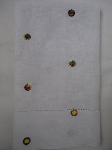Toalha para lavabo em linho branco com bordado BOLINHAS Coloridas ODILA