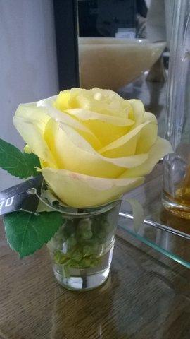 Arranjo floral ROSA AMARELA vasinho de vidro